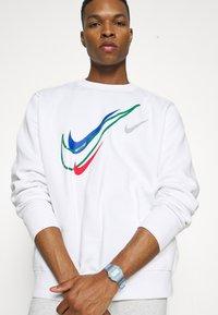 Nike Sportswear - SOS CREW - Sweatshirt - white - 3