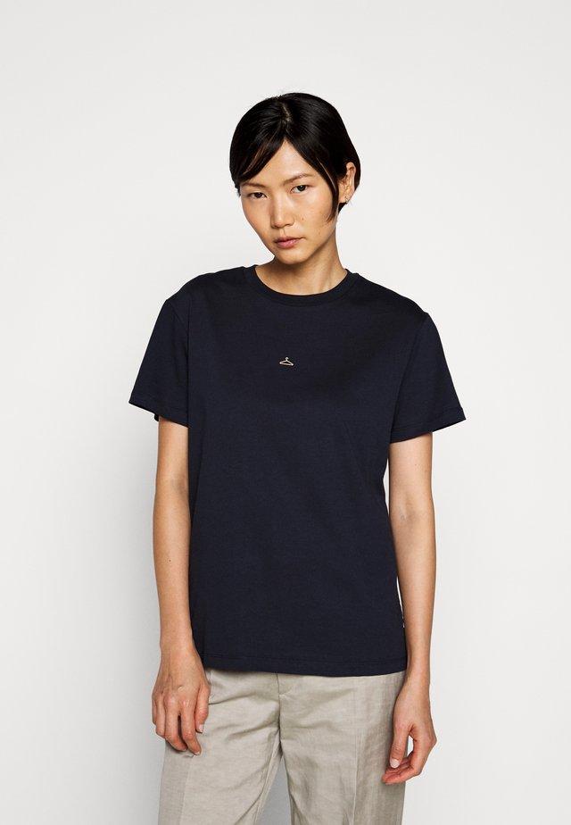 SUZANA TEE - T-shirt imprimé - navy