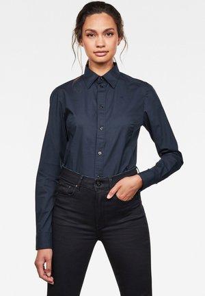 KICK BACK SLIM - Button-down blouse - mazarine blue