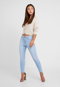 Missguided Petite - SKINNY CROPPED CARDIGAN - Cardigan - beige - 1