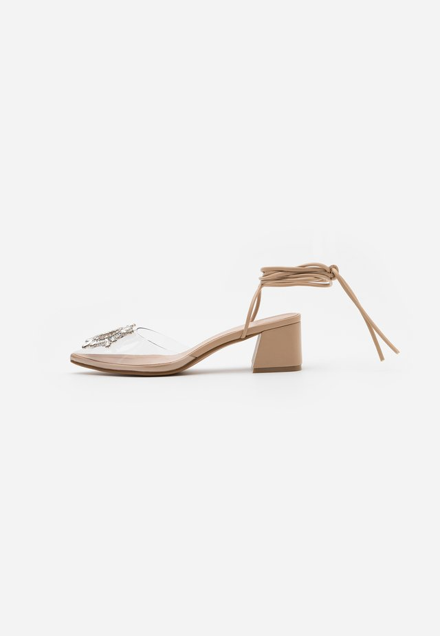 KINGY - Klassiske pumps - clear/nude
