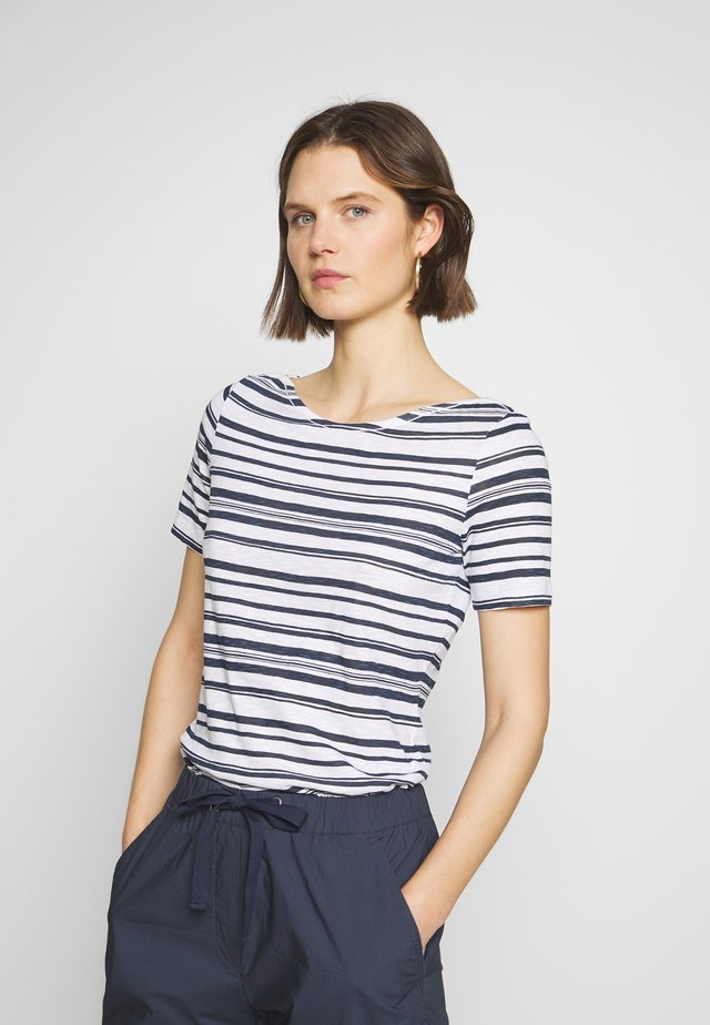 SHORT-SLEEVE BOAT-NECK STRIPED - T-shirt con stampa - white
