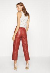 DAY Birger et Mikkelsen - PIGEON - Leather trousers - tulip - 2