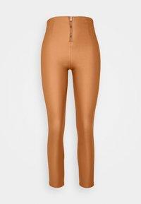 VILA PETITE - VICOMMIT COATED PLAIN  - Leggings - Trousers - adobe - 4