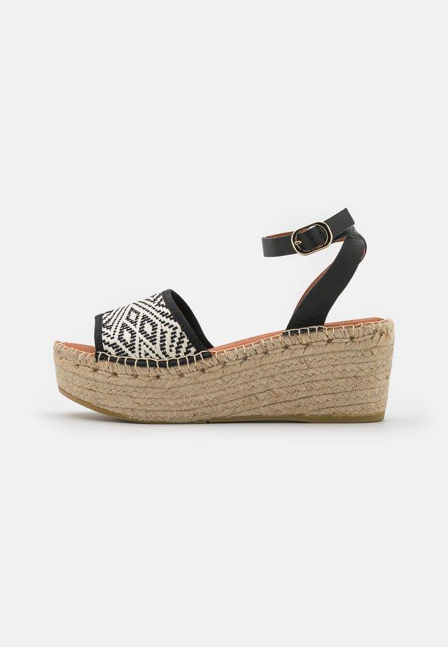 NAYA - Sandály na platformě - black