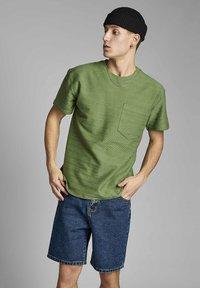 Anerkjendt - T-shirt print - vineyard green - 0