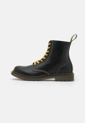 1460 PASCAL UNISEX - Šněrovací kotníkové boty - black/good black