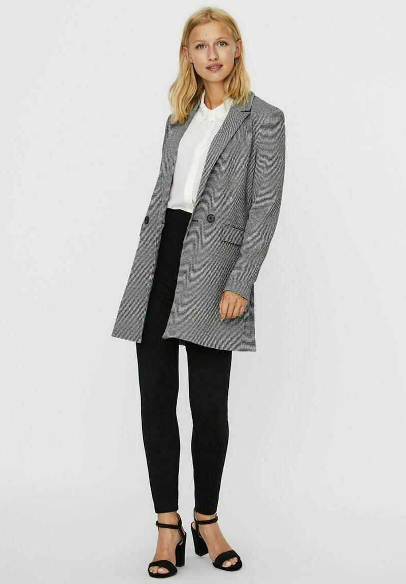 Vero Moda - Manteau court - grey