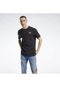 Reebok Classic - CLASSICS SMALL VECTOR T-SHIRT - Print T-shirt - black - 2