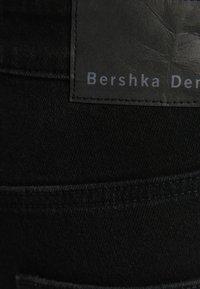 Bershka - SLIM - Slim fit jeans - off-white - 5