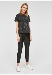 comma - Print T-shirt - black - 1