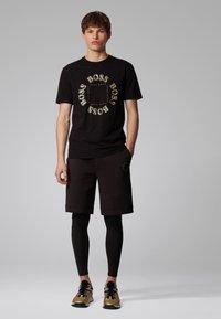 BOSS - TEE 5 - Print T-shirt - anthracite - 1