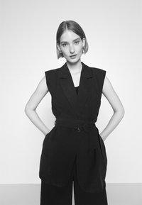 Bruuns Bazaar - LUCILLE LOEWE - Waistcoat - black - 3