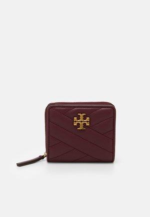 KIRA CHEVRON BIFOLD WALLET - Wallet - imperial garnet