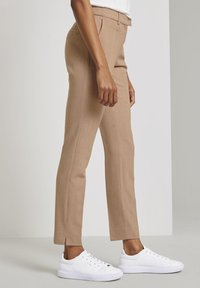 mine to five TOM TAILOR - MIT BUNDFALTEN - Chinos - camel melange - 5