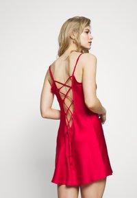 Ann Summers - CHERRYANN CHEMISE - Camicia da notte - red - 2