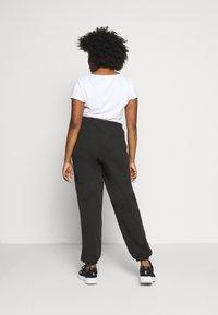 Missguided Plus - PLUS SIZE JOGGERS - Teplákové kalhoty - black - 2