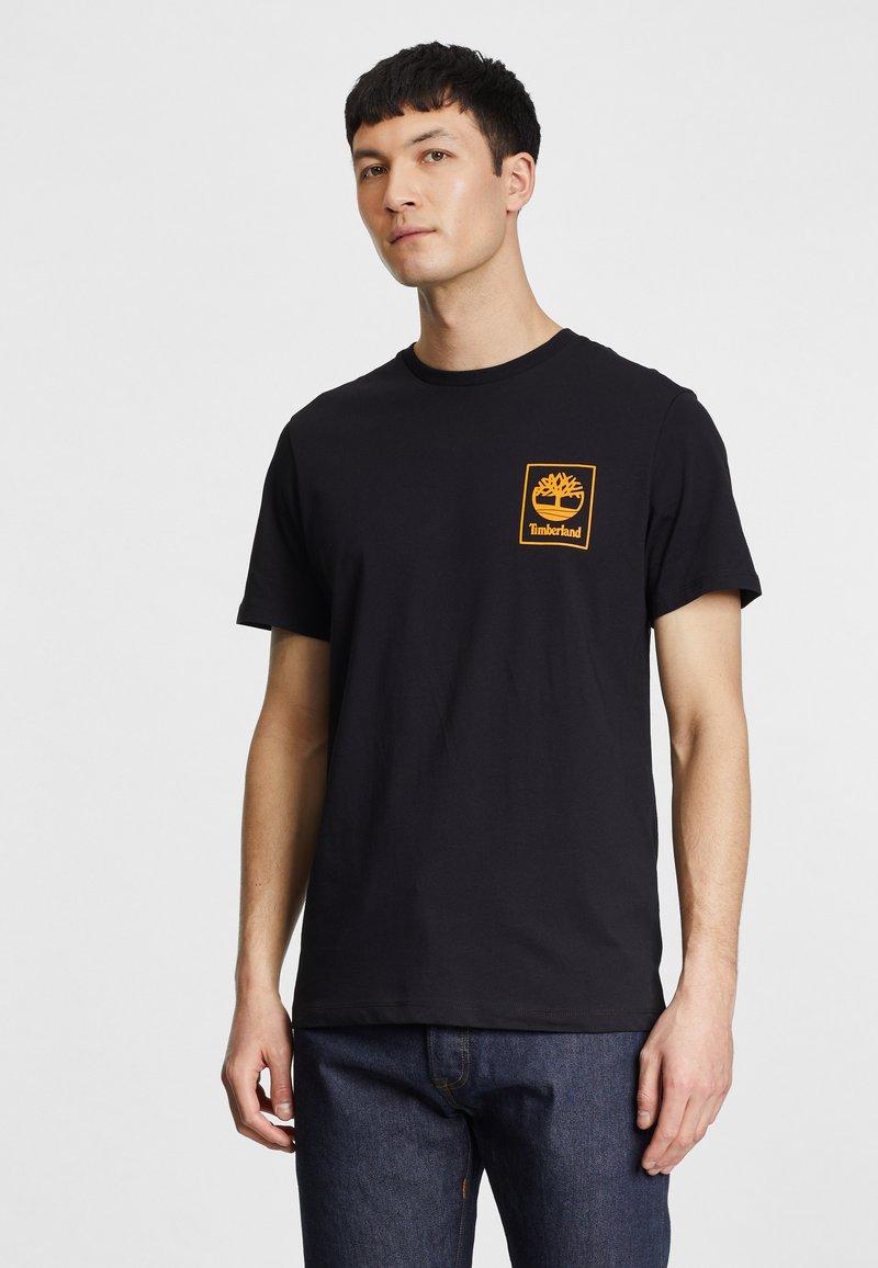 Timberland - Print T-shirt - black/dark cheddar