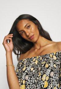 LASCANA - Jersey dress - schwarz/gelb - 3