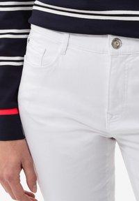 BRAX - STYLE CAROLA - Slim fit jeans - white - 3