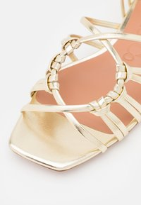 MAX&Co. - TRENTINO - Sandalen - gold - 6