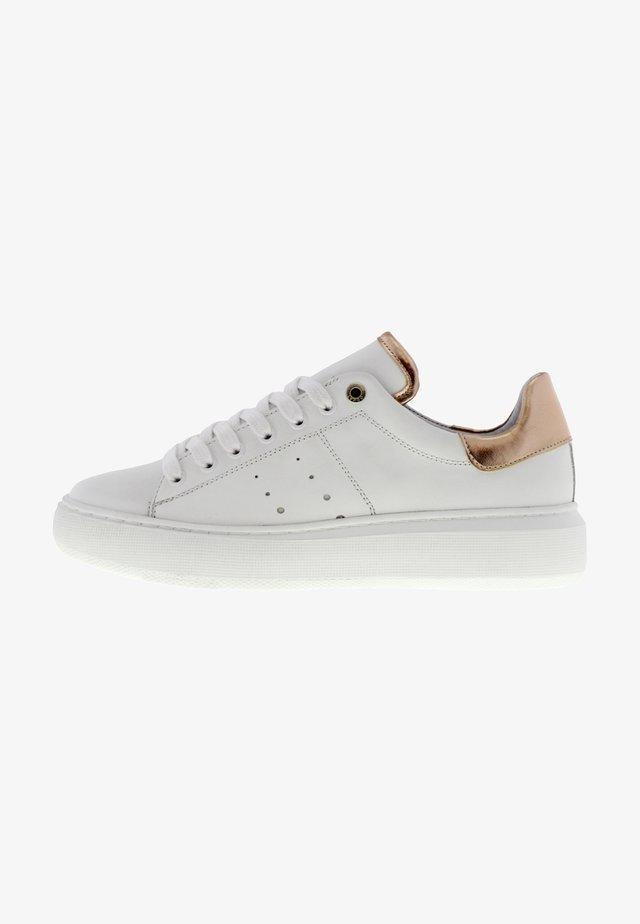 INGEBORG - Sneakers laag - weiß