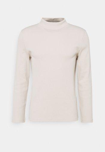 MOCK NECK TEE - Stickad tröja - ivory