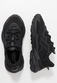 adidas Originals - OZWEEGO - Trainers - core black/carbon - 2