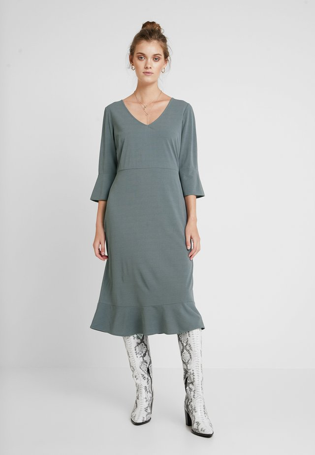 NEW GAVRIELLE DRESS - Maksimekko - sedona sage