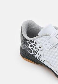 Kappa - AVERSA UNISEX - Sports shoes - white/black - 5