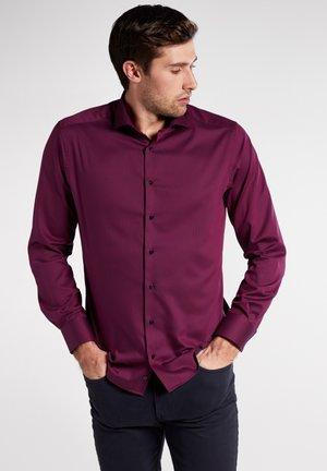 MODERN FIT - Formal shirt - bordeaux