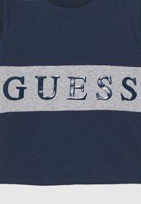 Guess - BABY - Maglietta a manica lunga - deck blue - 2