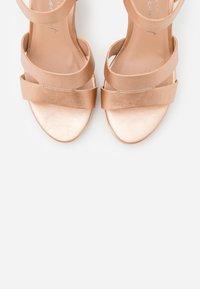 New Look Wide Fit - WIDE FIT POSSUM WEDGE - Sandaler med høye hæler - rose gold - 5