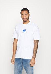 adidas Originals - TREFOIL TEE UNISEX - T-shirts print - white/blue - 0
