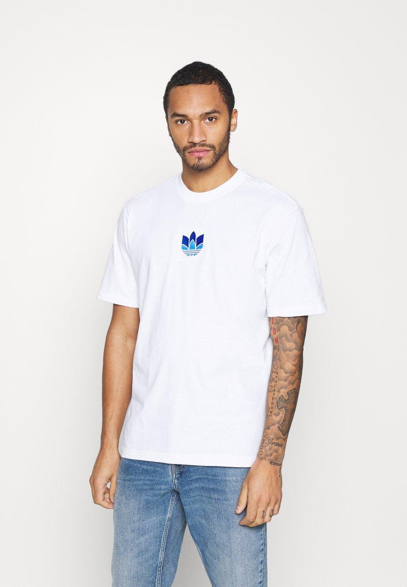adidas Originals - TREFOIL TEE UNISEX - T-shirts print - white/blue