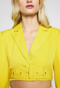 UNIQUE 21 - CHARTREUSE BELTED CROP - Blazer - charreuse - 5