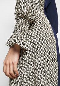 Diane von Furstenberg - MICHELLE - Vapaa-ajan mekko - ivory/navy - 5