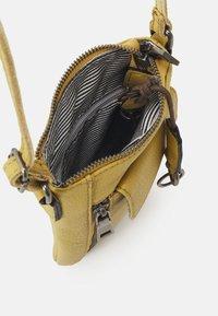 FREDsBRUDER - MOBILI - Across body bag - leaf - 2