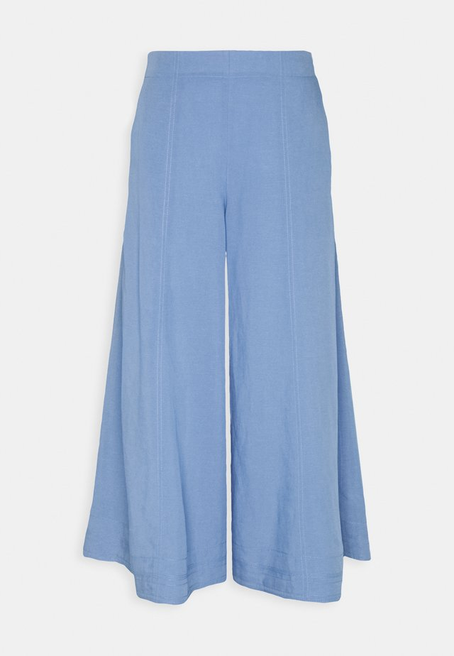 CROP FLARE PANT - Bukse - english blue