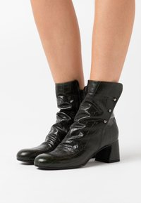 lilimill - Classic ankle boots - kovi olive - 0