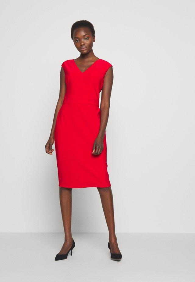 BONDED DRESS - Pouzdrové šaty - persimmon