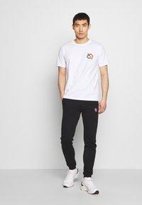 Bricktown - KOI CARPS SMALL - Print T-shirt - white - 1