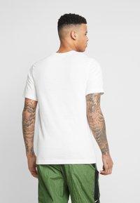 Nike Sportswear - HERITAGE TEE - Print T-shirt - sail - 2