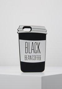Mister Tee - PHONECASE COFFE CUP I PHONE 6/7/8 - Obal na telefon - black/white - 0