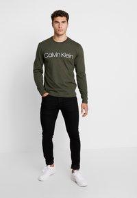 Calvin Klein - LOGO LONG SLEEVE  - Long sleeved top - green - 1