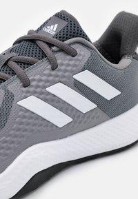 adidas Performance - FITBOUNCE VERSATILITY BOUNCE TRAINING SHOES - Kuntoilukengät - grey three/footwear white/core black - 5