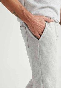 DeFacto - Pantaloni sportivi - grey - 4