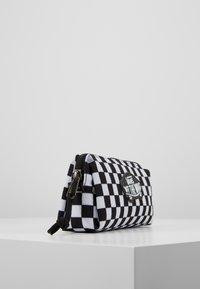Vans - UY OTW PENCIL POUCH BOYS - Pencil case - black white check - 4