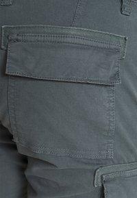 s.Oliver - CARGO - Shorts - grey - 3