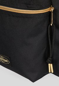 Eastpak - GOLDOUT/AUTHENTIC - Rugzak - black - 5